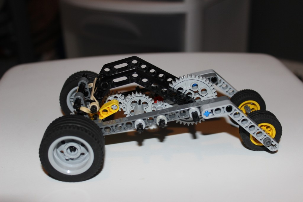 Lever-pull Wind-up LEGO Car - right side view